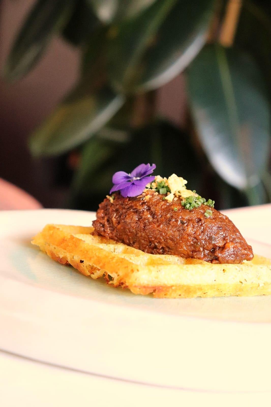 Gofre de patata con picadillo de buey Rocacho restaurante